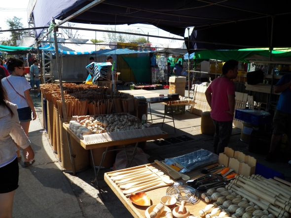 All sorts of items made from wood / Una variedad de cosas hechas de madera